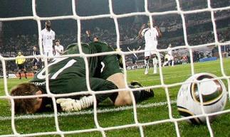 Englands-goalkeeper-Rober-006